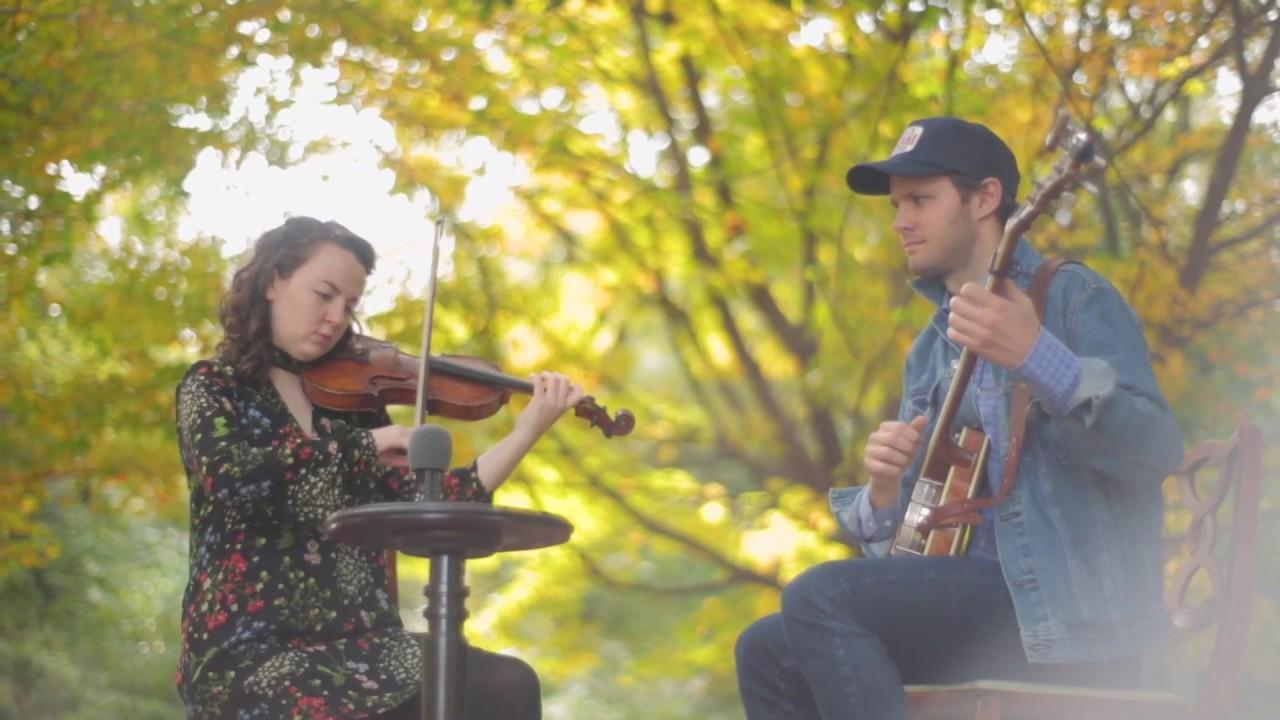 Menariknya Pertunjukan Biola dalam Festival Musik Fiddler's Grove di Carolina
