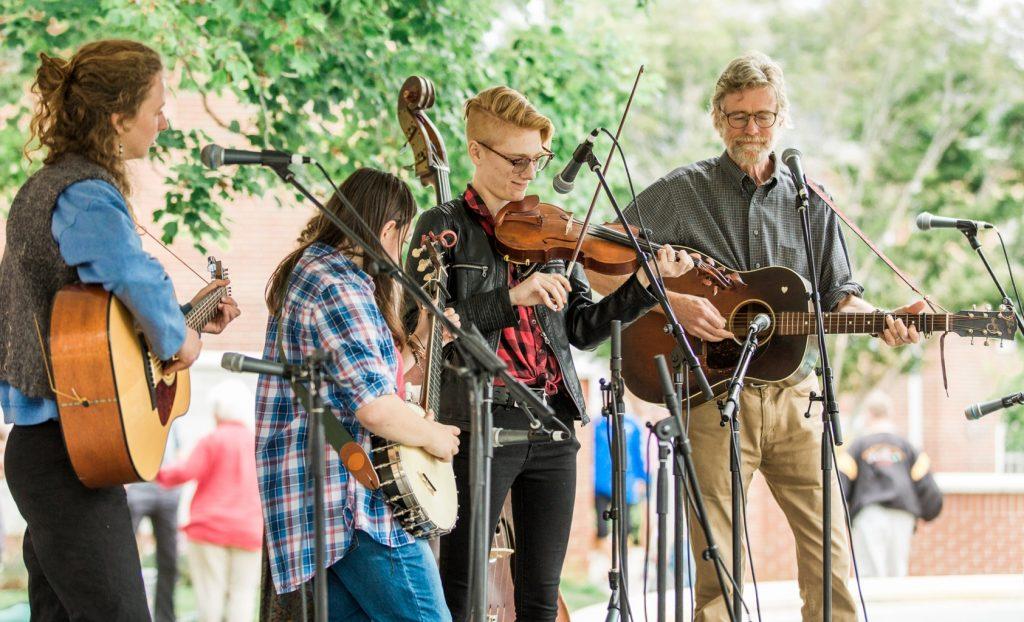 Pedoman Penting Sebelum Berkompetisi di Acara Musik Fiddler's Grove